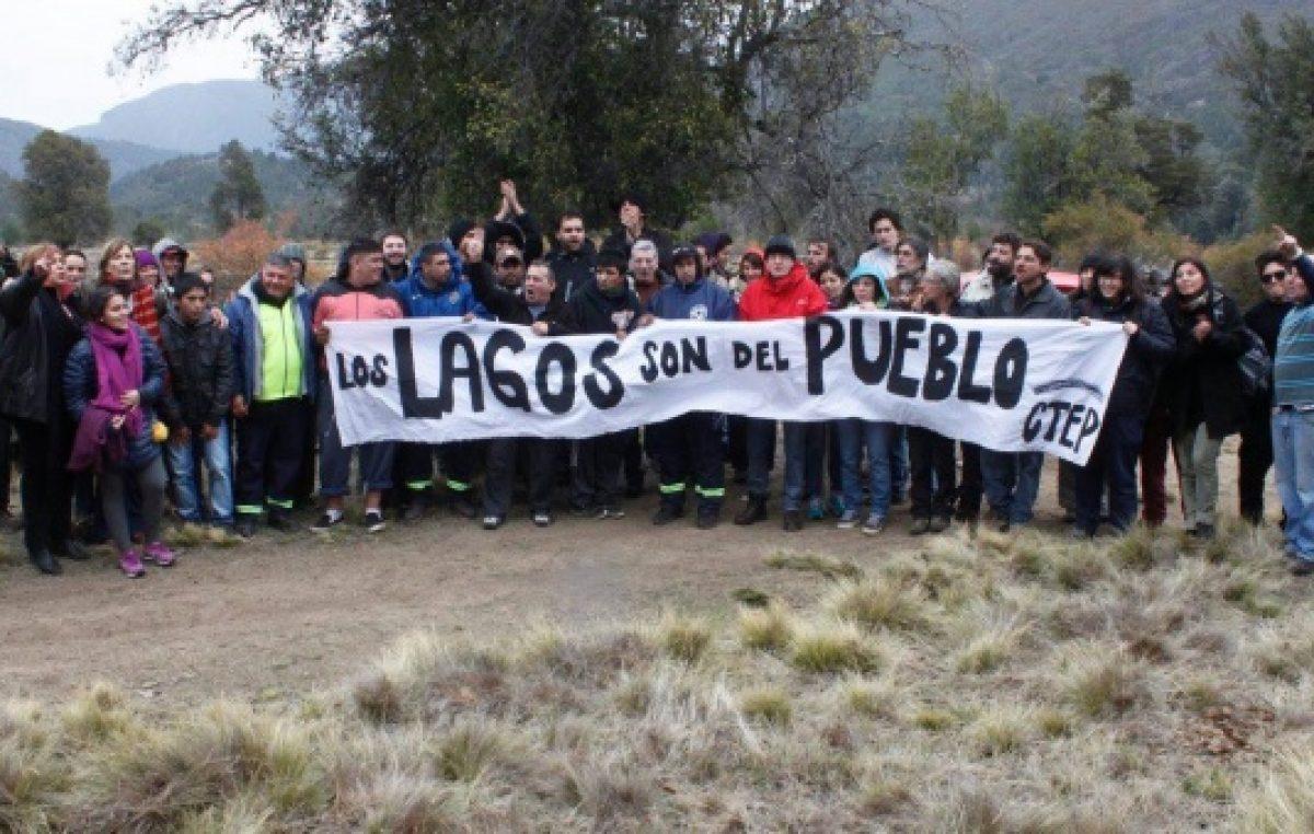 Denuncian que el magnate amigo de Macri dragó río para impedir acceso al Lago Escondido
