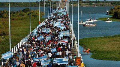 El gobierno entrerriano acompaña el abrazo al río Uruguay