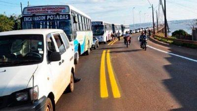 Posadas, colas de 10 kilómetros para cargar nafta en Paraguay