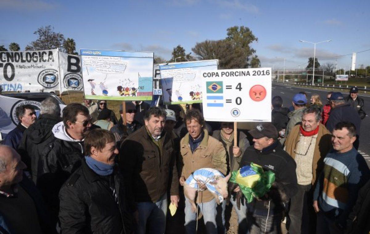 Protesta de productores por la importación de carne de cerdo
