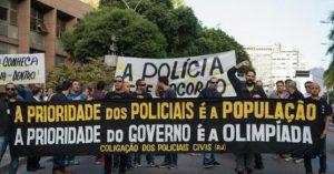 La policía de Rio protesta por falta de salarios… y papel higiénico