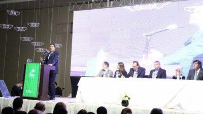 Capitanich presentó la Bienal de Esculturas ante 800 agentes turísticos