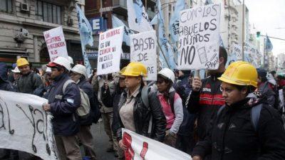 Nuevo cruce entre López Medrano y movimientos sociales por los alimentos para comedores