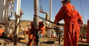 Trabajadores petroleros en pie de guerra