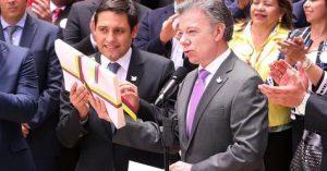 Día histórico, Santos entrega al Congreso el texto de paz