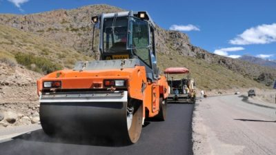 Los 27 municipios de Chubut firman convenio por fondos del bono