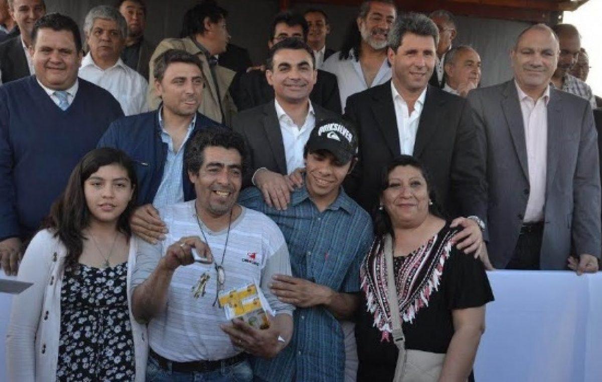 Entregaron 48 viviendas del barrio Del Prado a familias de Chimbas