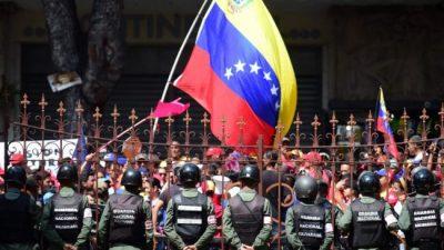 Maduro aumenta el salario mínimo en vísperas de una huelga general