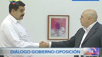 Maduro se encuentra con la oposición para iniciar el diálogo
