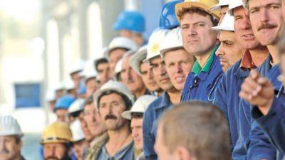 Empleo y salarios siguen en la lona