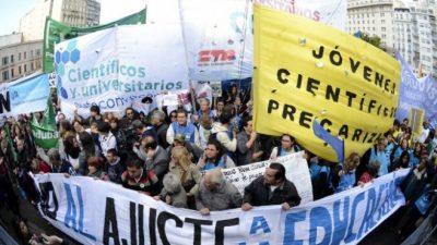Masiva protesta contra recorte de fondos para Ciencia y Tecnología