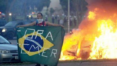 Fuerte represión policial contra manifestantes frente a Congreso de Brasil