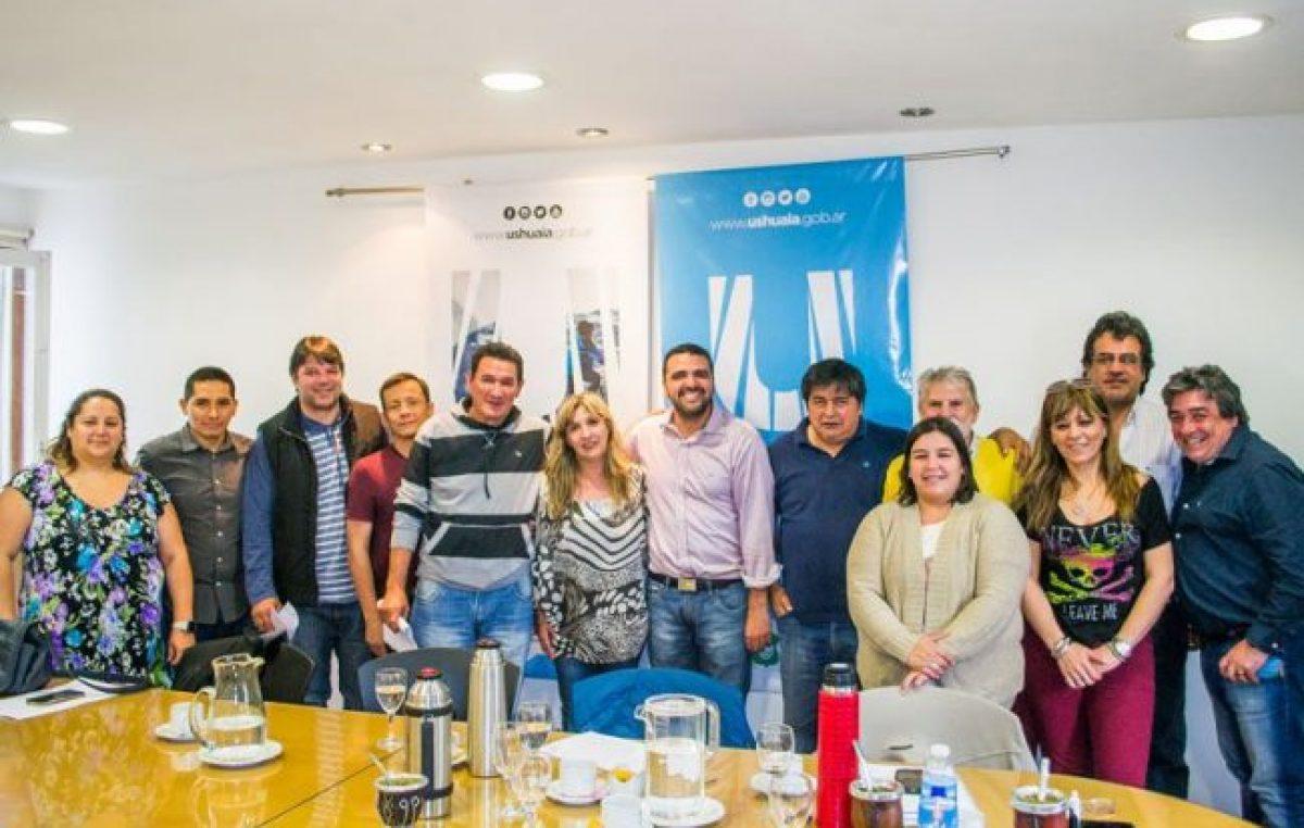 El Ejecutivo de Ushuaia se reunió con los gremios