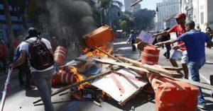 Marchas y enfrentamientos en Río en rechazo a medidas de austeridad