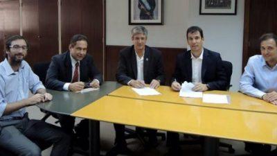 El intendente Ongarato firmó un acuerdo por 3000 microcréditos para Esquel