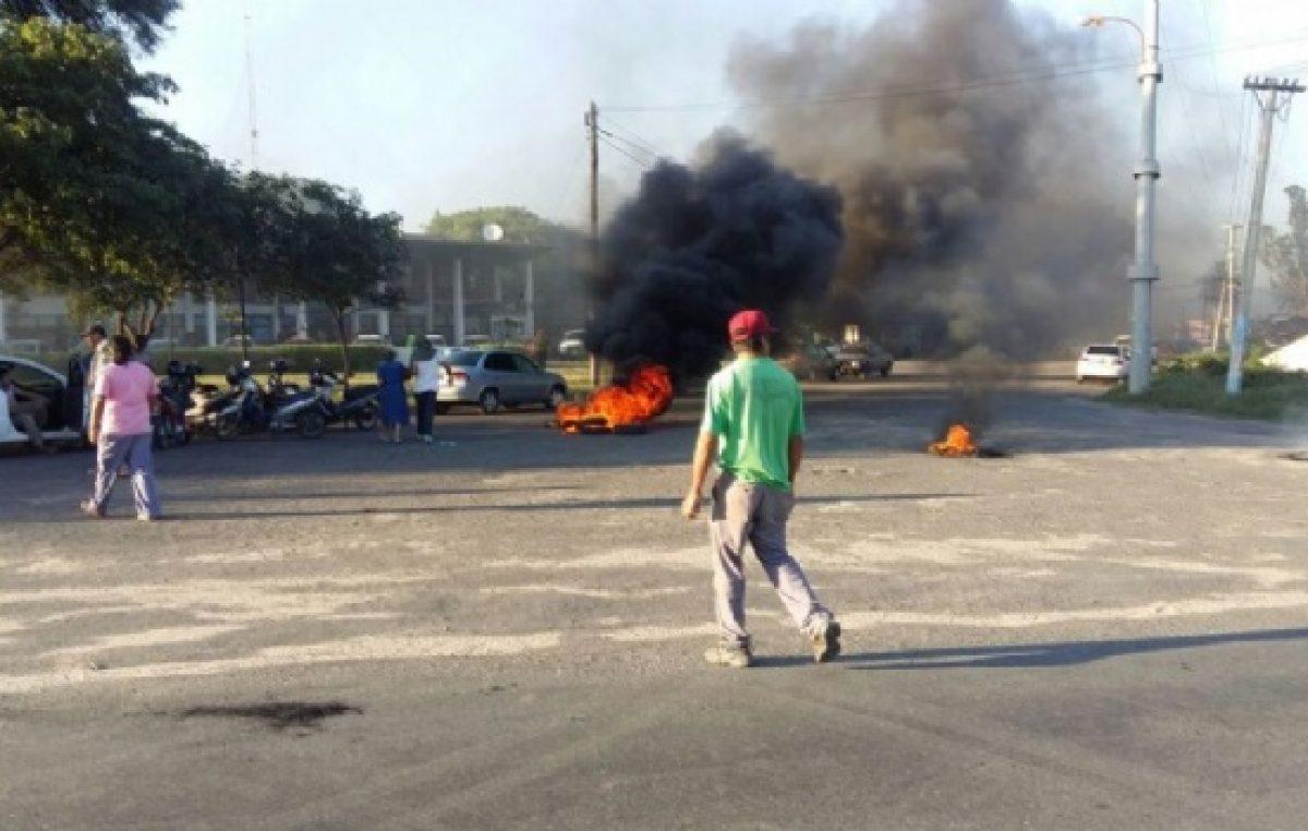 Empleados de Valle Viejo sitian el parador municipal