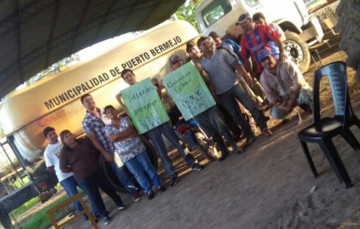 Municipales de Puerto Bermejo no cobran y están de paro
