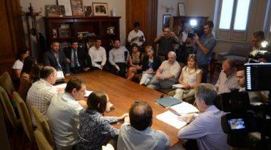 Bahía Blanca: Piden que los funcionarios no aumenten sus sueldos a la par de los empleados municipales