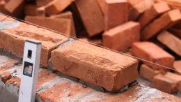La construcción de viviendas en Paraná se redujo el 40% en m2