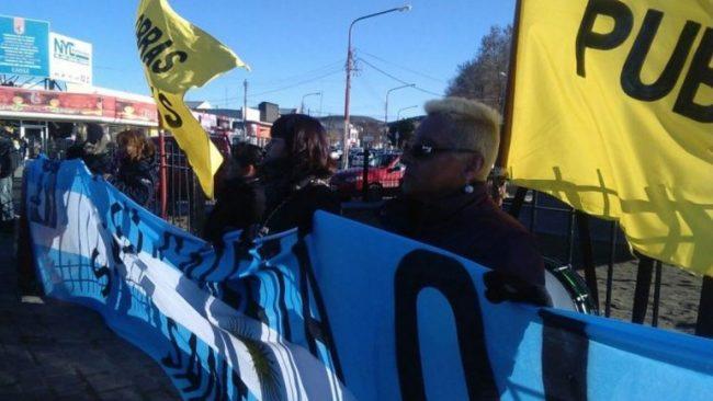 Comenzó el paro de los trabajadores municipales en Caleta Olivia