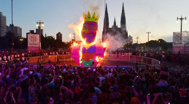 Carnavaleros platenses protestaron contra el registro implementado por la Comuna