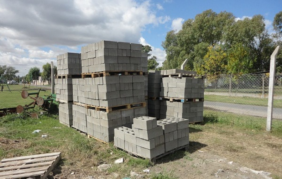Una cooperativa de trabajo de Río Cuarto fabrica ladrillos para las viviendas sociales