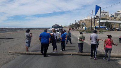 Municipales de Caleta Olivia volvieron a cortar la ruta Nº 3 en reclamo del pago de salarios