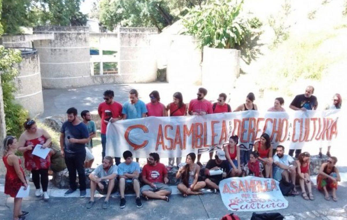Protesta por las políticas culturales del municipio de Paraná
