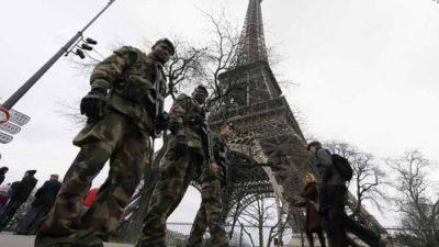 Levantarán muro de cristal antibalas alrededor de la Torre Eiffel
