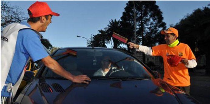 Se reinsertaron 142 ex limpiavidrios en Santa Fe, pero sólo se donaron 280 mil pesos