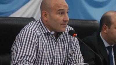 """Quilmes: Martiniano insiste con un aumento del 18% y estatales apuntan que tienen """"sueldos de hambre"""""""