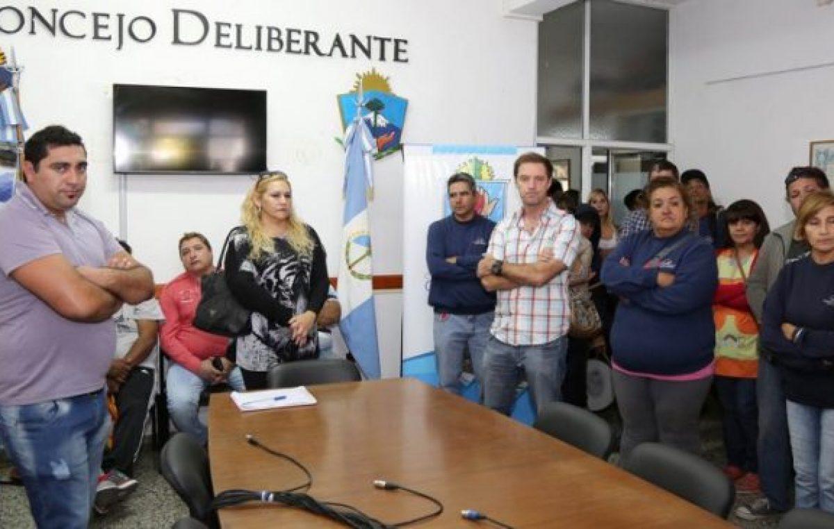 Municipalesde Centenario volvieron a salir a la calle para pedir una suba salarial