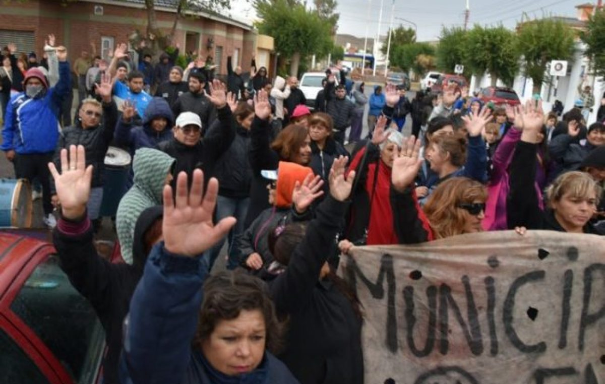 Trabajadores municipales de Caleta iniciaron un paro total de actividades