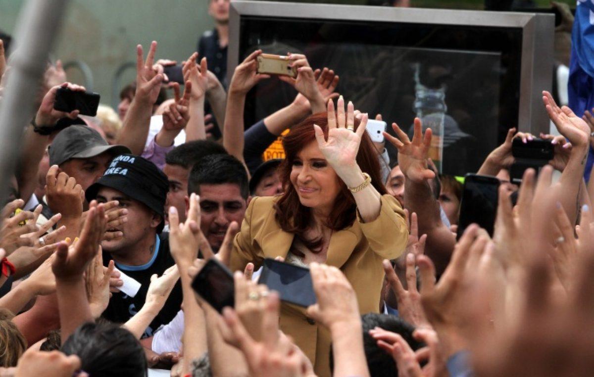 """Unos 300 concejales bonaerenses respaldaron a Cristina y denunciaron """"persecución política"""" en su contra"""