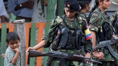 Colombia: mujeres de las FARC cambian fusiles por bebés