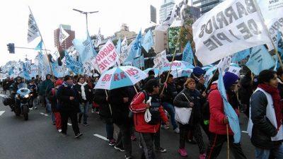 El oficialismo busca argumentos para ponerle freno a la protesta social con cortes de calle