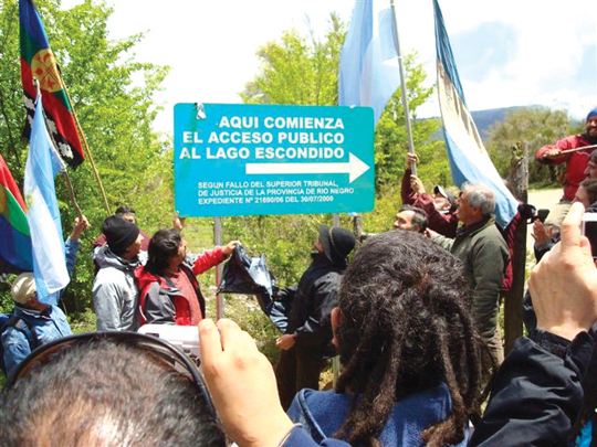 El Bolsón: Una expedición comprobó que el magnate Joseph Lewis se apropió de Lago Escondido