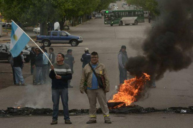 Municipales de Mendoza amenazan con paro si no mejoran oferta