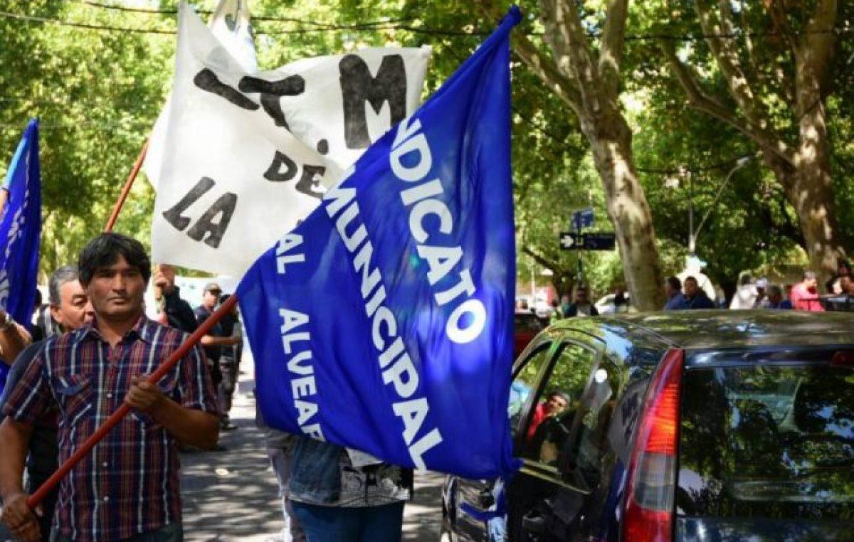 Mendoza: Municipales protestaron y los multaron