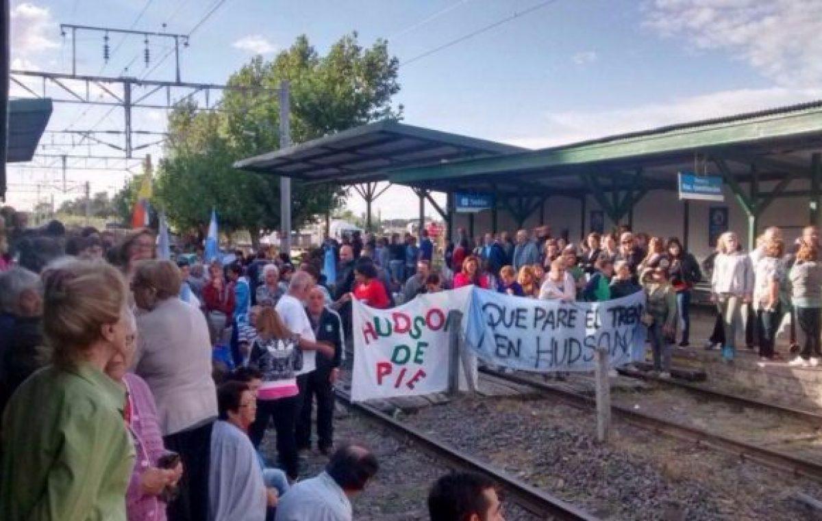 """""""No nos vamos de la Estación hasta que pare el tren"""" advierten los vecinos de Hudson"""