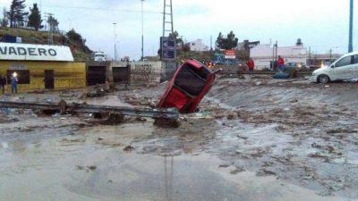 Inusuales tormentas causan estragos en seis provincias y esperan más lluvias