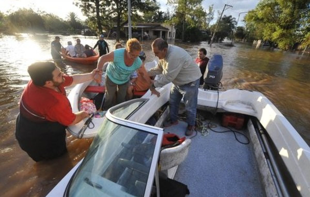 Un pueblo completo quedó bajo el agua en Tucumán y toda su gente en la ruta