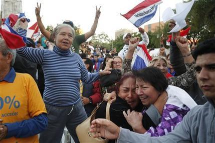 Diputados paraguayos rechazan enmienda para reelección de Cartes