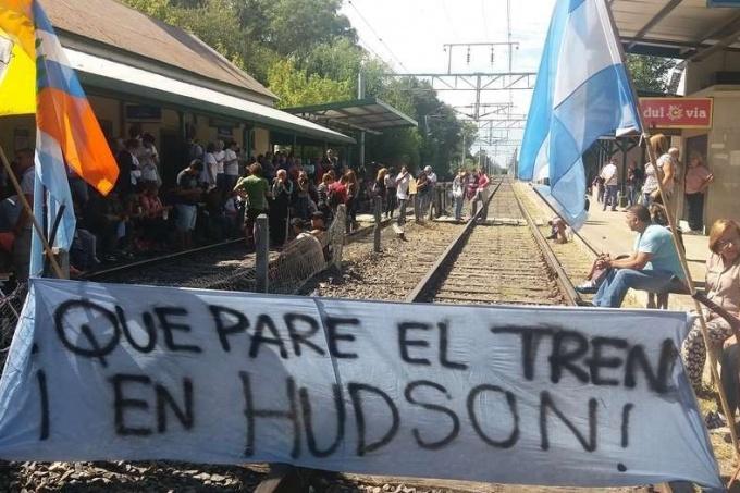 Incertidumbre por el tren Roca: Sin respuestas en Pereyra y Hudson, los vecinos se siguen manifestando