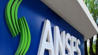 El Gobierno utilizó plata del fondo de la Anses para prestársela a los bancos y empresas privadas