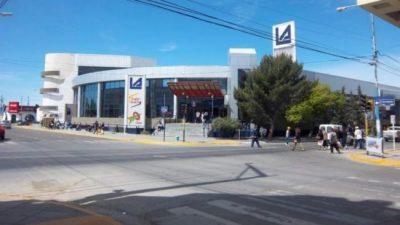 Chubut: el supermercado de la familia de Marcos Peña remarcó precios en medio de la tragedia
