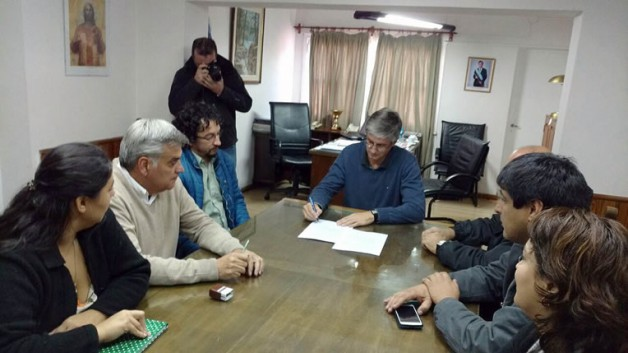 Municipio de Esquel firmó acuerdo con gremios y los trabajadores tendrán incremento del 14%