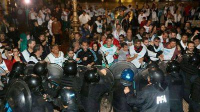 """Violenta represión a los docentes : """"Nos dijeron que la orden vino de Presidencia"""""""