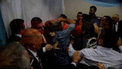 Trompadas en la apertura de sesiones de La Matanza entre referentes del PRO y el PJ