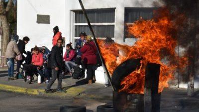 Trabajadores precarizados de Caleta Olivia reclaman salarios atrasados